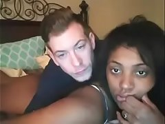 young amateur interracial couple, chica negra tipo blanco en webcam