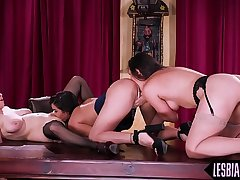 Homophile trio pussylicking on the table