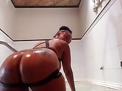 Porsha Carrera in hammer away shower Twerking