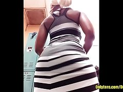 Ebony ass shaking in a Dress Desire5000
